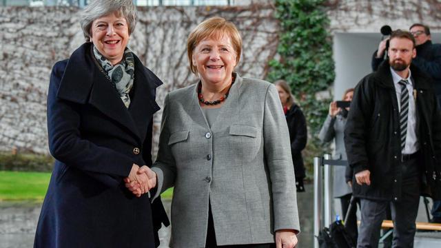 Theresa May et Angela Merkel, rares dirigeantes d'États dans le monde