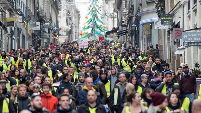 Des gilets jaunes manifestant à Nantes (Loire-Atlantique) le samedi 22 décembre, pour le sixième week-end de mobilisation consécutif.