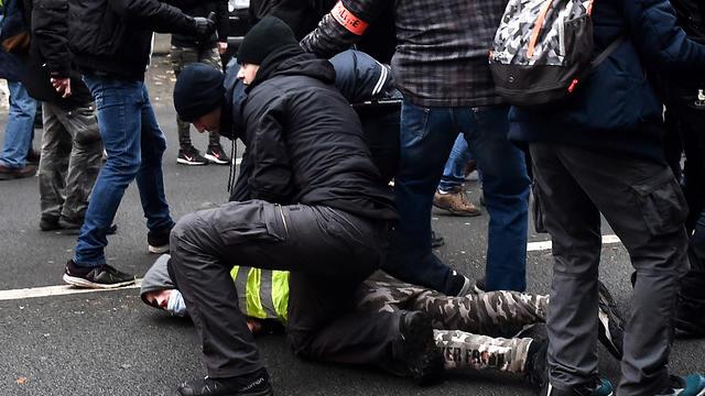 Un exemple de plaquage ventral, le 29 décembre 2018, lors d'une manifestation des Gilets jaunes.