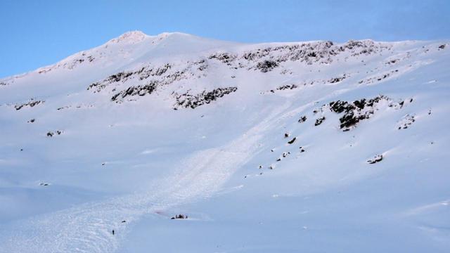 L'avalanche faisait 300 mètres de long et près de 30 mètres de large.