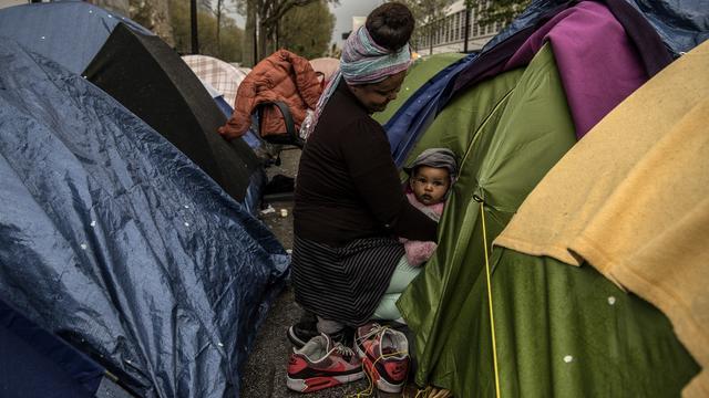 Entre 800 et 1.475 migrants viveraient à la rue en ce moment, à Paris.