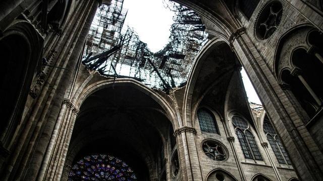 Bois, métal, béton... Les architectes s'opposent sur le matériau à utiliser pour restaurer la charpente de Notre-Dame, détruite pendant l'incendie.