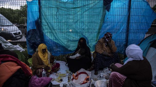 Selon la mairie de Paris, 2.200 migrants dormiraient encore à la rue fin novembre.