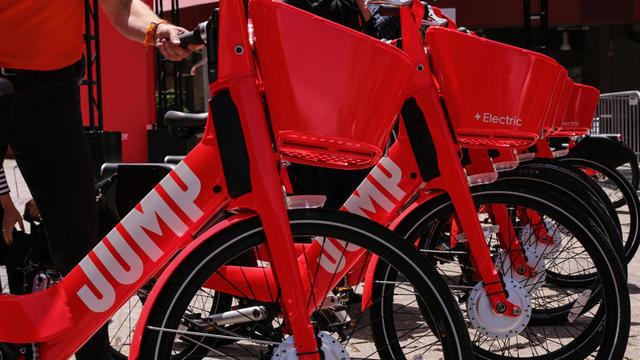 Au total, Jump compte 500 trottinettes et 1.800 vélos disponibles dans Paris intra-muros.