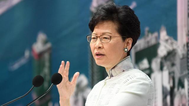Carrie Lam a présenté ses «excuses» dimanche 17 juin dans la soirée, pour avoir provoqué «beaucoup de conflits et de querelles dans la société hongkongaise».