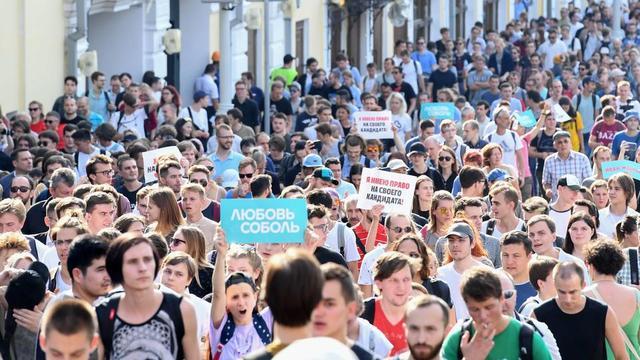 Des manifestants dans les rues de Moscou, le 27 juillet dernier, pour exiger du pouvoir qu'il intègre tous les candidats d'opposition au scrutin local du 8 septembre prochain.