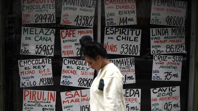 Le salaire minimum atteint son record le plus bas : 2 dollars par mois. Le coût de la vie explose pour les Vénézuéliens.