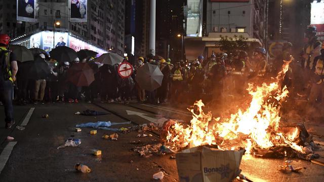 Les affrontements sont de plus en plus courant dans les manifestations à Hong Kong