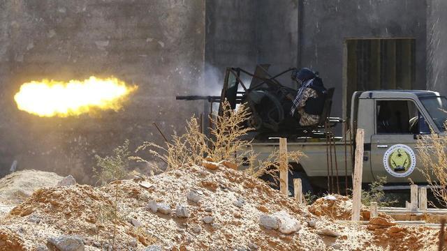 Depuis 2015, le Gouvernement d'union nationale (GNA) de Fayez al-Sarraj, reconnu par l'ONU, et l'autorité rebelle menée par le maréchal Khalifa Haftar se battent pour le contrôle de la Libye.