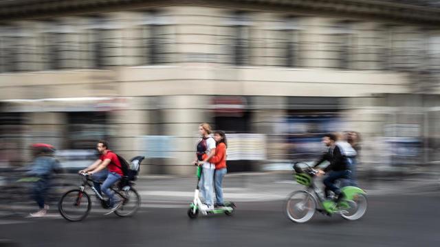 Marche à pied, vélo, trottinette, scooter... Quels moyens de locomotion pour se rendre au travail jeudi 5 décembre.