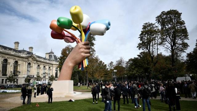 Le «Bouquet of Tulips» de Jeff Koons a été inauguré ce vendredi 4 octobre à Paris