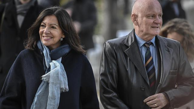Anne Hidalgo, candidate non officielle encore à sa propre réélection, accompagnée par son adjoint chargé de la culture, Christophe Girard.