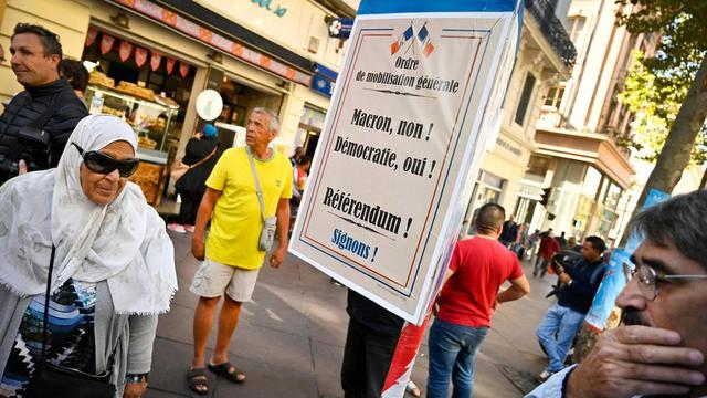 Une action a été organisée par la France insoumise (LFI) à Marseille début octobre pour raviver la mobilisation, en plein essoufflement.