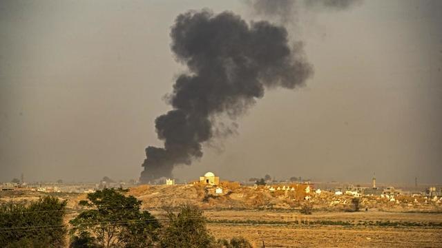 La Turquie a commencé à mener des frappes aériennes au nord-est de la Syrie, faisant déjà deux morts parmi les civils.