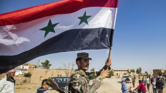 Les troupes de Damas se rapprochent ce lundi de la frontière avec la Turquie, au lendemain de l'annonce d'un accord entre les Kurdes et le régime de Bachar al-Assad.