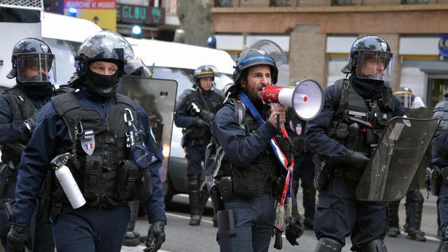 Des policiers le 16 novembre pour le premier anniversaire des gilets jaunes.