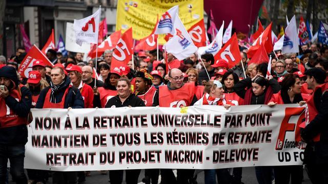 Des manifestants le 17 décembre lors d'une manifestation contre la réforme des retraites.