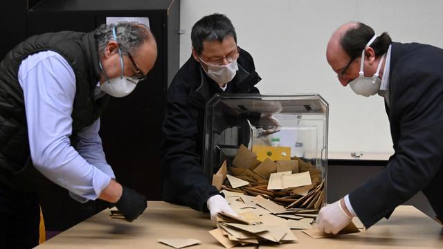 La tenue du premier tour du scrutin des élections municipales a été controversée.