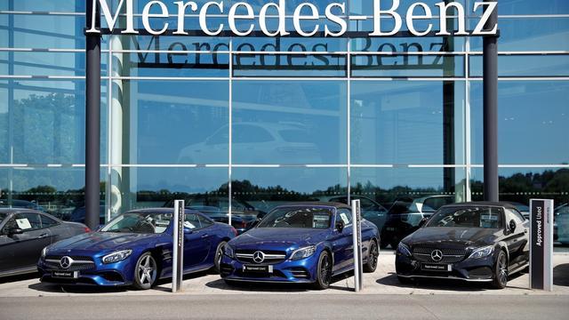 Un homme a détruit une cinquantaine de voitures Mercedes par vengeance.