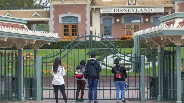Le groupe américain souffre particulièrement de la fermeture de son parc en Californie.