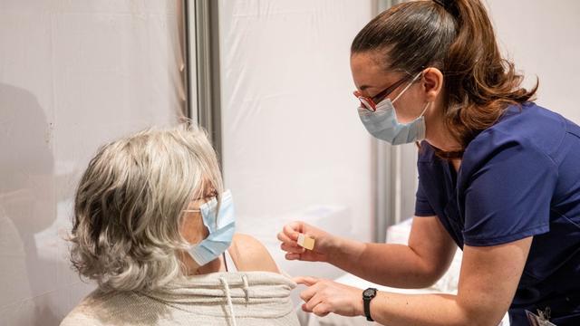En Floride, deux femmes se sont déguisées en «mamies» pour tenter de se faire vacciner contre le Covid-19. (photo d'illustration)