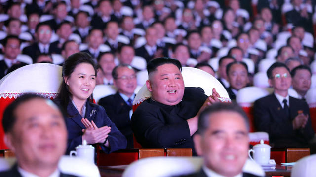 Ri Sol Ju avait souvent accompagné Kim Jong-un à des événements publics majeurs, mais n'avait pas été vue depuis janvier de l'année dernière.