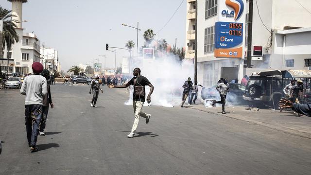 Des violents affrontements secouent le Sénégal suite à l'arrestation d'un député de l'opposition.