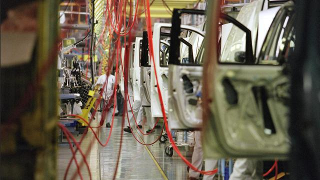 Une salariée de l'usine PSA à Valenciennes (Nord), accusée d'avoir volé pour un peu plus de trois euros de matériel, a été licenciée début septembre, a-t-on appris lundi auprès d'un représentant de la CGT, confirmant une information de France Bleu Nord. [AFP]