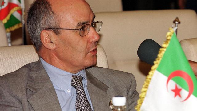 Le  ministre algérien de l'Energie et des Mines, Yousef Yousfi, en avril 2000 au Caire [Jihan Ammar / AFP/Archives]