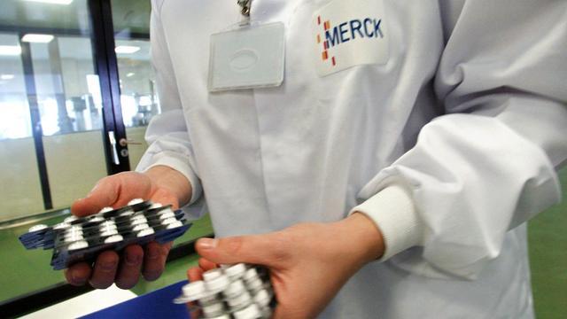 Des plaquettes de médicaments dans un laboratoire Merck [Philippe Merle / AFP/Archives]