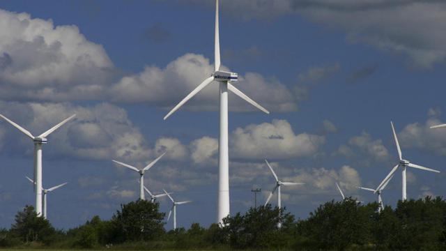 Une photo prise le 9 août 2003 montre un champ d'éoliennes, à Nasudden en Suède [Andr Maslennikov / Scanpix Sweden/AFP/Archives]