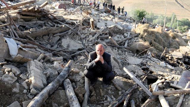 Deux personnes ont été retirées mardi des décombres de leur maison à la suite des séismes qui ont secoué samedi le nord-ouest de l'Iran, rapportent des médias d'Etat.[AFP]