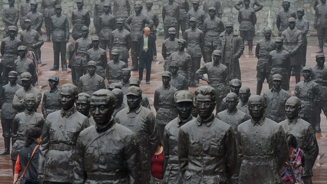 Des visiteurs au mémorial chinois de la guerre 1931-1945 contre le Japon, le 25 septembre 2012 à Chengdu [Mark Ralston / AFP]