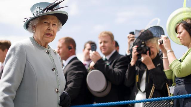 La reine Elizabeth II, le 1er juin 2013 à Surrey dans le sud du Royaume-Uni [Leon Neal / AFP]