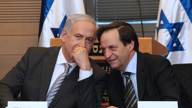 Le Premier ministre israélien Benjamin Netanyahu (g) et son vice-Premier ministre Dan Méridor (d) le 20 septembre 2011 à Jérusalem [Gali Tibbon / AFP/Archives]
