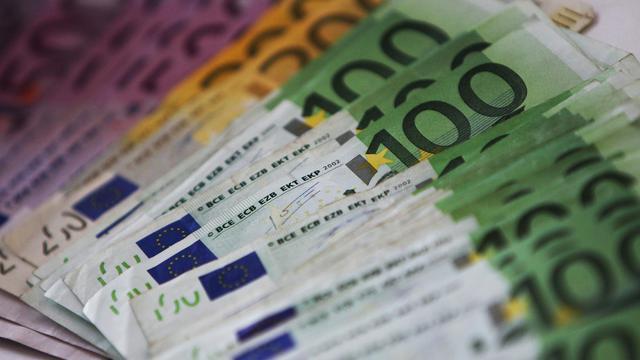 Des billets de 100, 200 et 500 euros [ / AFP/Archives]
