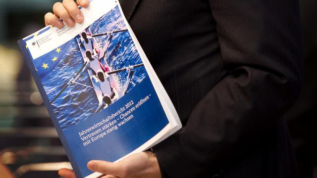 L'économie allemande a crû de 0,3% au deuxième trimestre, selon une première estimation publiée mardi par l'Office fédéral des statistiques, légèrement supérieure aux attentes.[AFP]