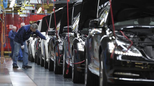 Une chaîne de montage de voitures Mercedes-Benz, à Sindelfingen, dans le sud ouest de l'Allemagne [Thomas Kienzle / AFP/Archives]