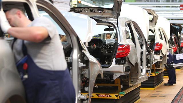 Sur une chaîne d'assemblage Mercedes à Rastatt, le 16 juillet 2012 [Daniel Roland / AFP/Archives]