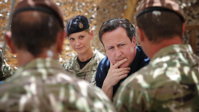 David Cameron entouré de soldats britanniques le 18 juillet 2012  Lashkar Gah dans la province du Helmand en Afghanistan [Stefan Rousseau / AFP/Archives]