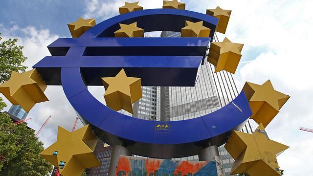 La zone euro a vu son activité se contracter de 0,2% au deuxième trimestre après avoir enregistré une croissance nulle au trimestre précédent, selon une première estimation mardi de l'office européen de statistiques Eurostat.[AFP]