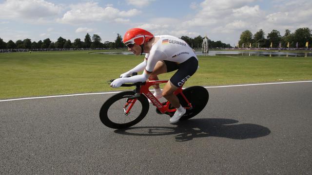 L'Allemand Tony Martin sur son vélo de  contre-la-montre cycliste, dont il a remporté la médaille d'argent aux JO de Londres, le 1er août 2012 [Christophe Ena / AFP/Archives]