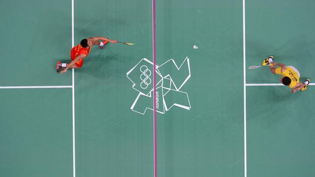 Le Chinois Lin Dan (g) contre le Malaisien Lee Chong Wei (d) en finale des jeux Olympiques de Londres, le 5 août 2012 [Anthonin Thuillier / AFP/Archives]