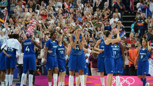 Les Françaises à l'issue de la finale face aux Américaines, le 11 août 2012 aux JO de Londres. [Mark Ralston / AFP/Archives]