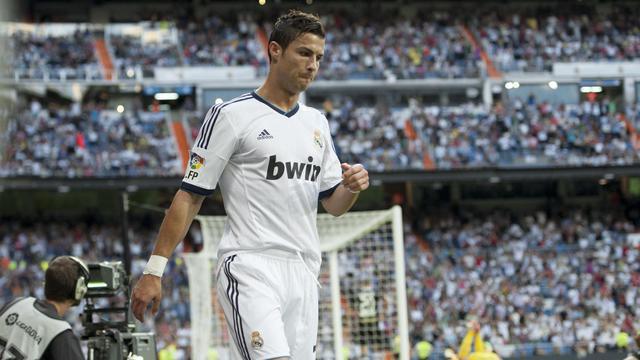"""L'attaquant portugais du Real Madrid Cristiano Ronaldo affirme ne pas être préoccupé par son contrat, répétant que sa """"tristesse"""" exprimée ces derniers jours n'est pas liée à des questions d'argent, dans un message publié mercredi soir sur son compte Facebook. [AFP]"""