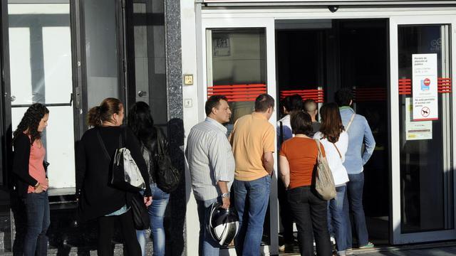 Des Espagnols font la queue devant une agence pour l'emploi, le 4 septembre 2012 à Madrid [Dominique Faget / AFP/Archives]