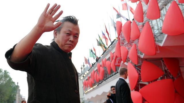 """""""Pieta"""" du Sud-Coréen Kim Ki-duk et """"The Master"""" de l'Américain Paul Thomas Anderson sont donnés favoris dans la course au Lion d'or, qui sera décerné samedi soir au palais du cinéma sur le Lido de Venise, si l'on en croit les pronostics de la presse italienne. [AFP]"""