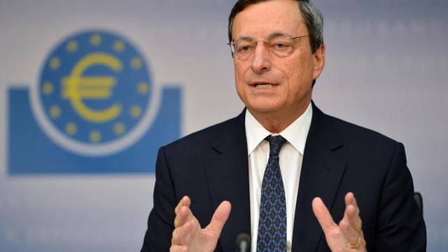 """La zone euro doit poursuivre son désendettement mais le soutien de la Banque centrale européenne ne suffira pas à résoudre la crise et """"le plus important"""" maintenant est """"d'avoir des politiques de croissance"""", a estimé samedi Benoît Coeuré, membre du directoire de la BCE. [AFP]"""