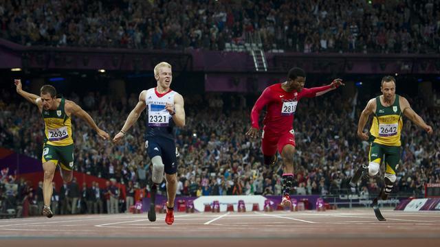 La star sud-africaine Oscar Pistorius a perdu un nouveau titre jeudi aux jeux Paralympiques de Londres en arrivant seulement quatrième sur 100 m, une course remportée par le favori, le Britannique Jonnie Peacock, dans un stade olympique en délire. [AFP]