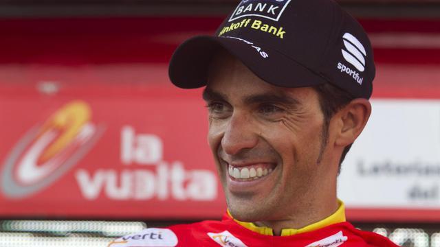 """Le cycliste espagnol Alberto Contador, qui a remporté dimanche son deuxième Tour d'Espagne, a estimé lundi que """"mentalement"""" il comptait sept grands tours à son palmarès, en dépit des deux titres retirés en février dernier pour un contrôle antidopage positif [AFP]"""